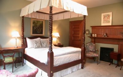 Eastern Seaboard Canopy Bed
